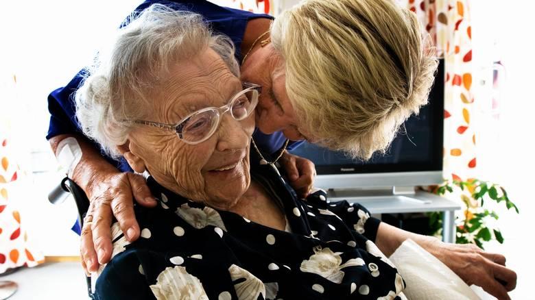 Omsorg for eldre blir ikke like høyt prioritert i Norden som i resten av Europa.